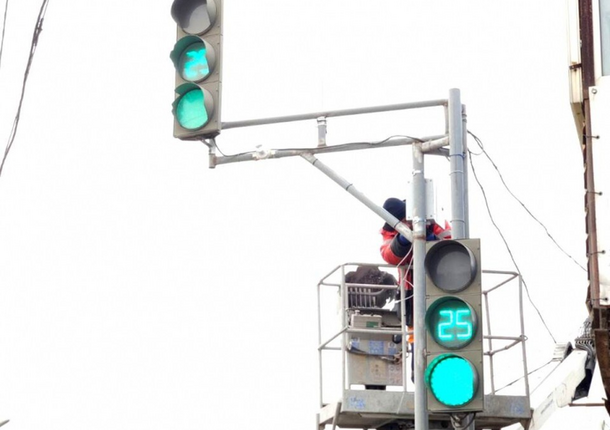 Во Владивостоке светофоры начнут самостоятельно управлять движением на дорогах